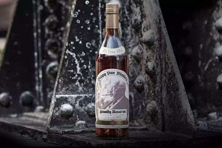 温克尔家族珍藏 23 年波本威士忌(Old Rip Van Winkle Pappy Van Winkle Family Reserve 23 Year Old)介绍